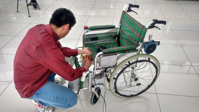 Pemasangan Bina Nusantara Wheelchair