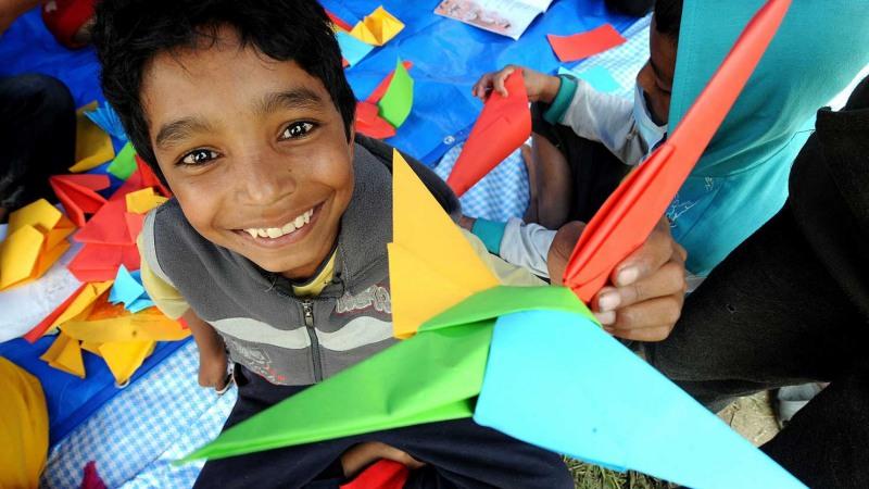 Anak Kecil di Lokasi Bencana | Ilustrasi