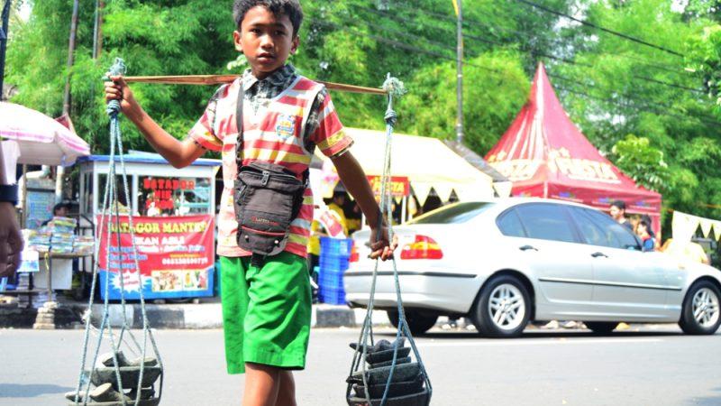 Anak Kecil Berdagang | Ilustrasi
