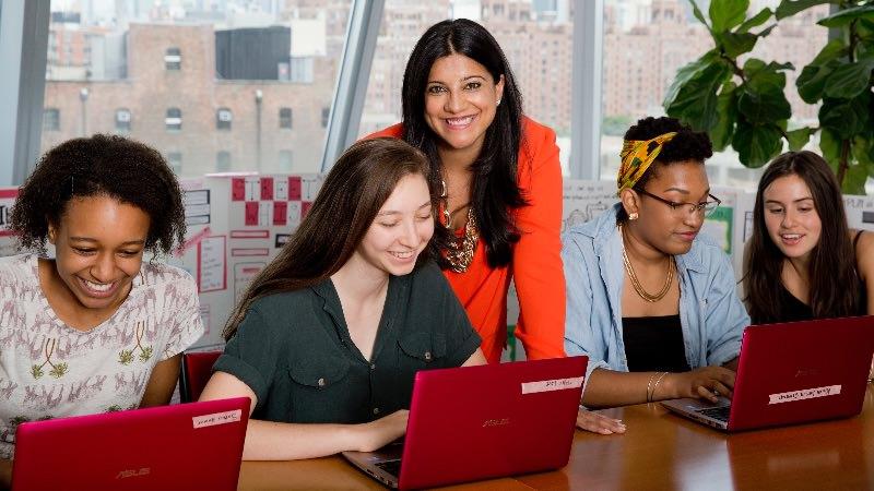 Wanita yang sukses di ranah Teknologi | Featured ImageWanita di ranah Teknologi | Featured