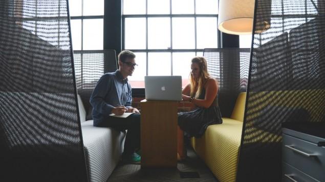 Hal yang tidak boleh dilakukan di kantor | pelecehan