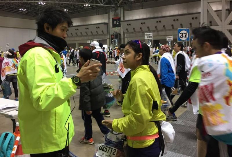 Uji coba penggunaan penerjemah bahasa pada Tokyo Marathon 2015.
