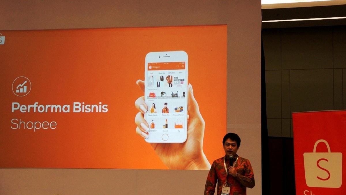 Chris Feng, CEO Shopee, saat memberikan presentasi mengenai perkembangan performa bisnis Shopee selama tahun 2017 di Indonesia.