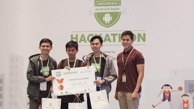 (Kiri ke kanan) Ahmad Rosi, Ghozi Mahdi, Keen Susilo Aji - Inventor of Jogging app, 3rd Place Winner, Team Sekala, Ryan Rahardjo - Public Policy Google Indonesia