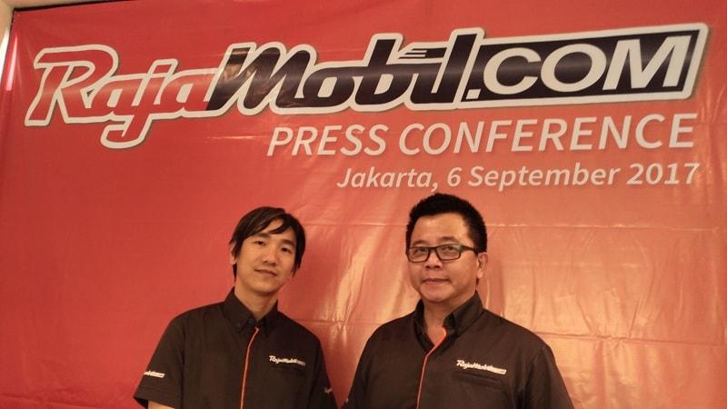CEO RajaMobil, Dien Wong (kiri), bersama COO RajaMobil (kanan)