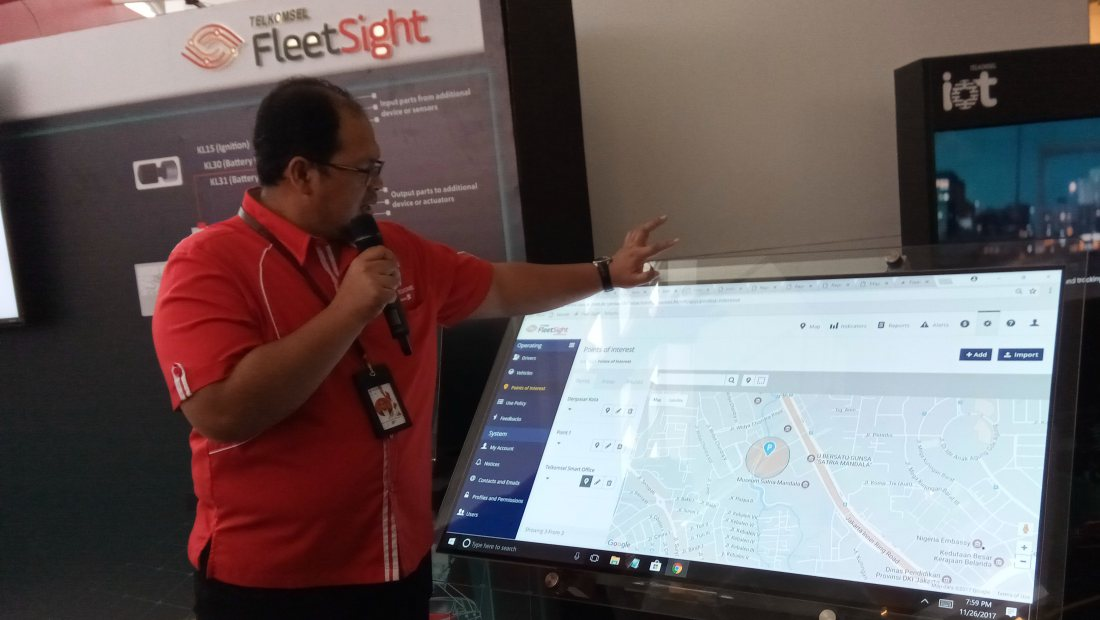 GM Fleet Management Telkomsel, Arief Teguh Hermawan, menjelaskan tampilan dashboard FleetSight
