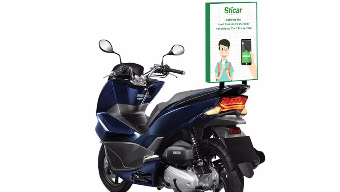 Iklan Sticar di sepeda motor | Ilustrasi
