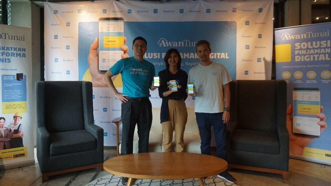 (Kiri ke kanan): Dino Setiawan (Founder & CEO AwanTunai); Windy Natriavi (COO AwanTunai); Rama Notowidigdo (Co-Founder & CTO AwanTunai)
