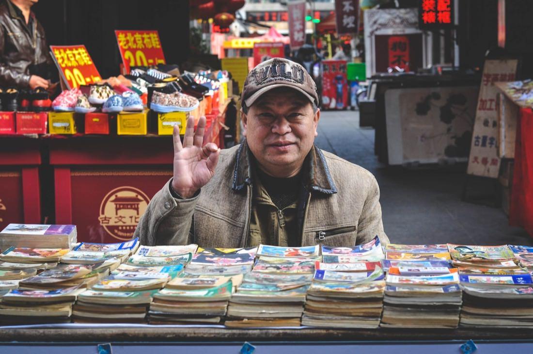 Man Books Market | Photo