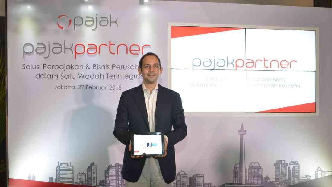 CEO OnlinePajak, Charles Guinot, menunjukkan fitur PartnerPajak | Photo