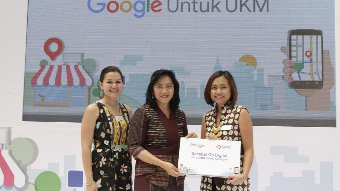 Putri Alam (Head of Public Policy and Government Relations Google Indonesia), Gati Wibawaningsih (Direktur Jenderal Industri Kecil dan Menengah Kementerian Perindustrian), dan Veronica Utami (Head of Marketing Google Indonesia) dalam pengumuman kerja sama pada 9 Agustus 2018.